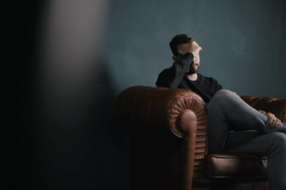 how to find a gay therapist